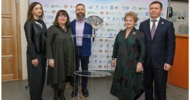 5 апреля в Ноябрьске прошла церемония передачи Символа Всероссийского театрального марафона.